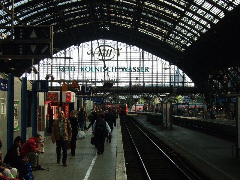 Der bekannte Anblick für alle Reisenden, die per Zug in Köln ankommen: die lichtdurchlässige Front der Bahnsteighalle aus dem Jahr 1894.