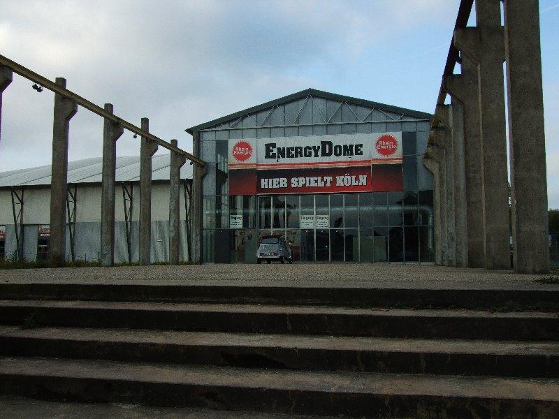 Der Energy-Dome hinter der historischen Wassermannhalle