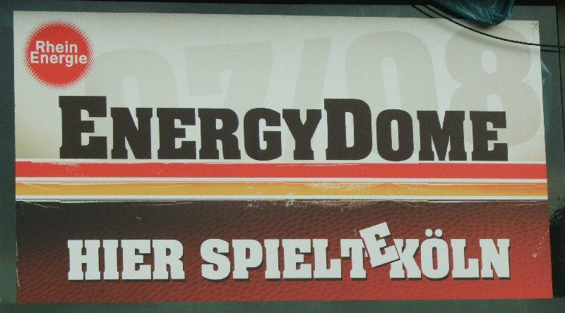 """Eines von vielen Bannern am Energy-Dome: """"Hier spielt(e) Köln"""""""