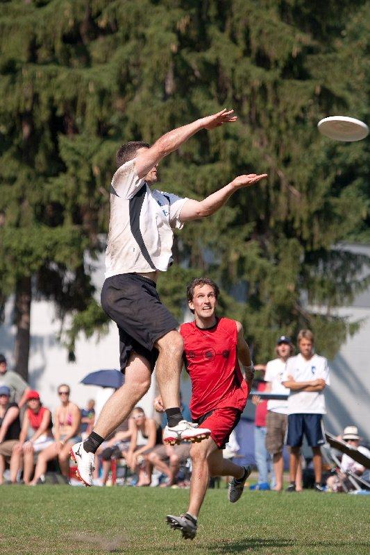 Thomas Maierhofer, Spielmacher der Zamperl, beim Fang...