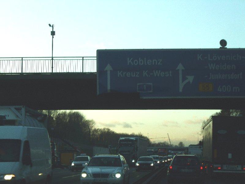 Der tägliche Wahnsinn: Stau auf der A1 zwischen Bocklemünd und Lövenich