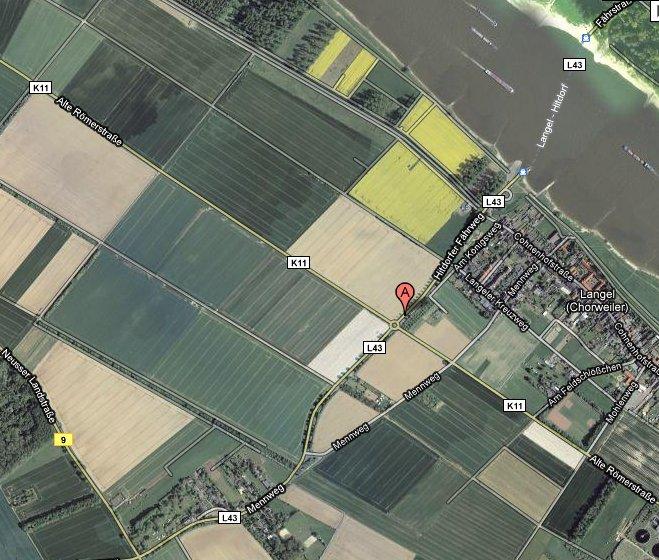 Langel in der Ansicht einer Google-Earth-Karte von strassenfotos.de, links unten im Bild der Abzweig von der Neusser Landstraße