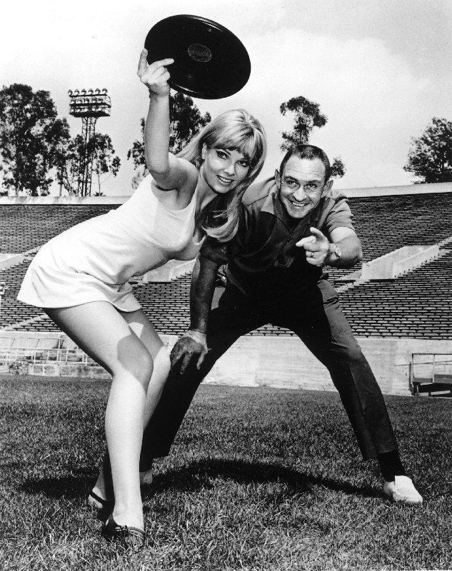 """Fred Morrison in Pose in den 1950er Jahren, aus dem Buch """"Flat Flip Flies Straight"""""""