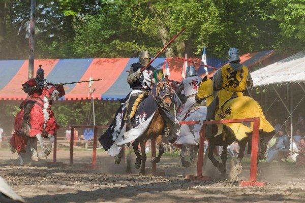 Ritter im Turnier auf der Burg Satzvey