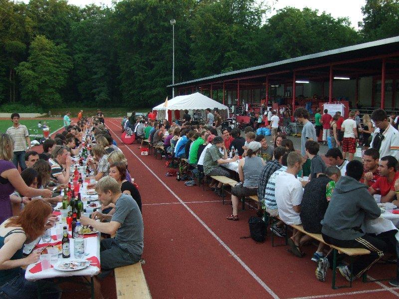 Das traditionelle gemeinsame Essen bei den Disc Days Cologne 2010 im ASV-Stadion