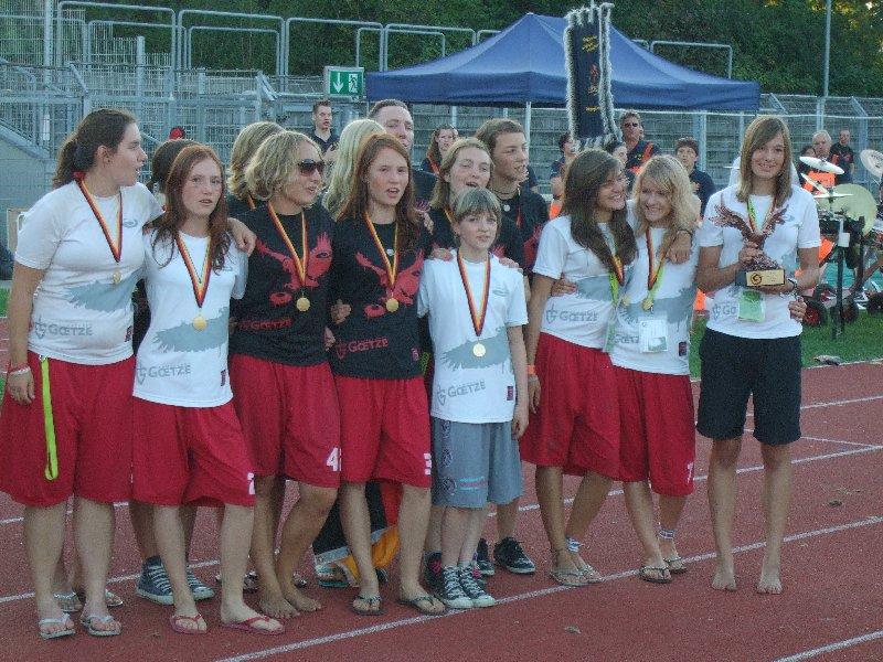 Die deutschen U17 Ultimate-Juniorinnen bei der Nationalhymne zu Ehren ihres EM-Titels