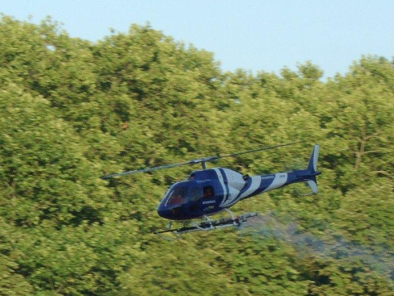 Wie bei der Eröffnungsfeier flog ein ferngesteuerter Helikopter ein