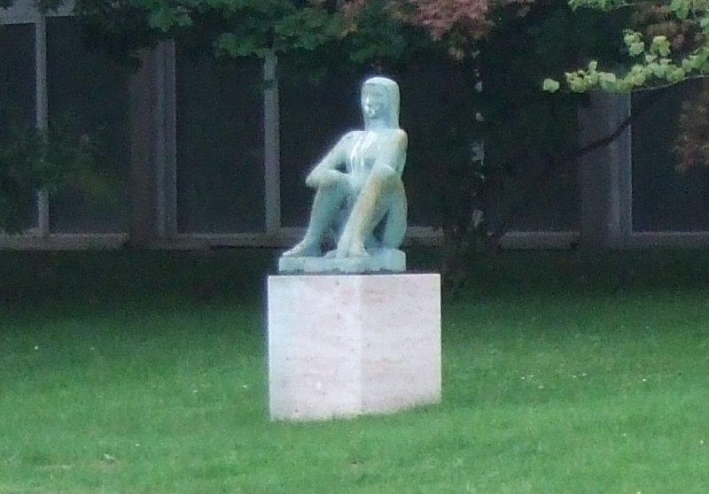 """Unbeeindruckte Skulptur bei """"Sportlich aktiv im Rheinpark"""" 2010"""