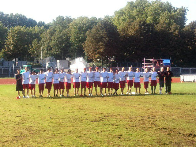 Das deutsche Junior Open Ultimate-Team singt die Nationalhymne vor dem Halbfinale gegen Kanada bei der WJUC2010