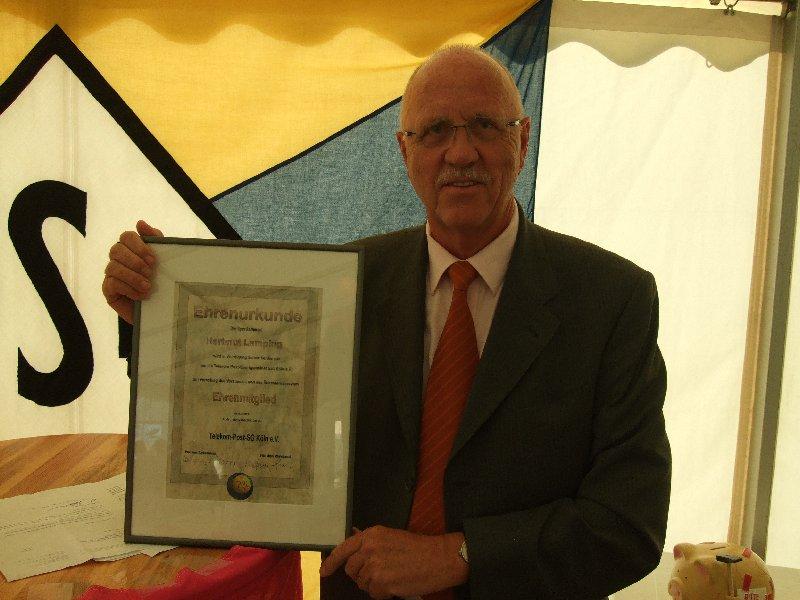 Der 1. Vorsitzende Hartmut Lamping wurde zum Ehrenvorsitzenden der TPSK ernannt