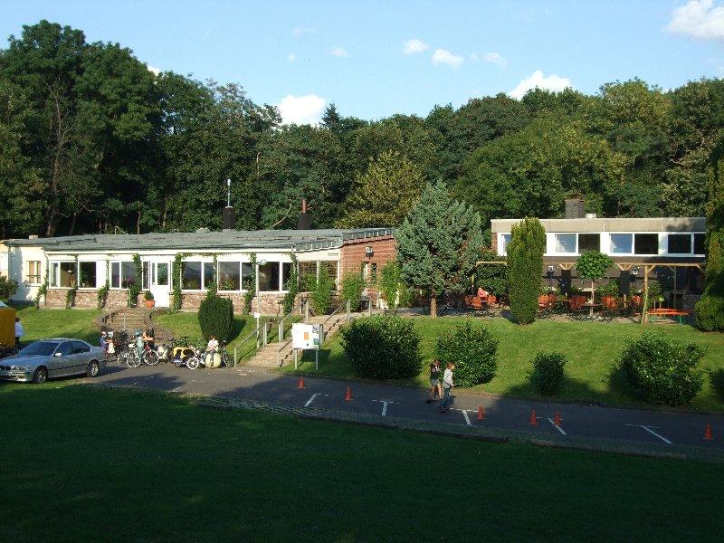 Das schöne renovierte Vereinsheim der TPK mit Terrasse