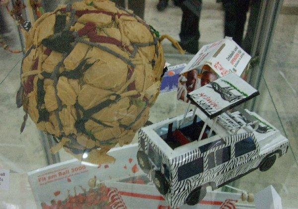 """Ein Lumpenball aus Ruanda - Ausstellungsstück der DSHS der Kölner """"Orte-Ausstellung"""""""