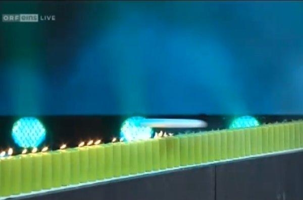 Der Flug der Frisbee über brennende Kerzen bei Wetten Dass!? am 12.02.2011