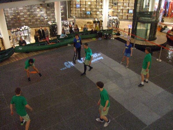 Die Freestyle Frisbeesportler beim Samstags-Jam im Olivandenhof Köln