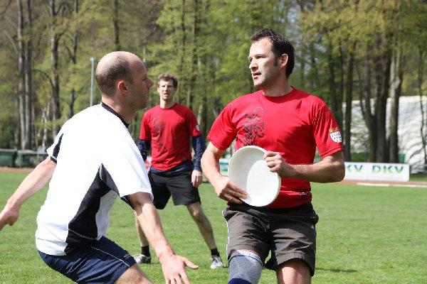 Spätsport 2.0 in Aktion: Frank Balzer an der Scheibe, dahinter Maxim Bierbach; Foto: Ise