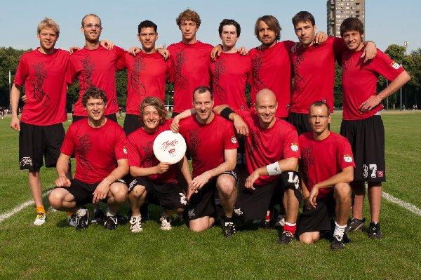"""""""Wir sind Frühsport 0,2, machen dei Mitte frei. Wenn aus der Mitte niemand kommt, spielen wir 4-0-3."""" Foto: Müller-Laschet"""
