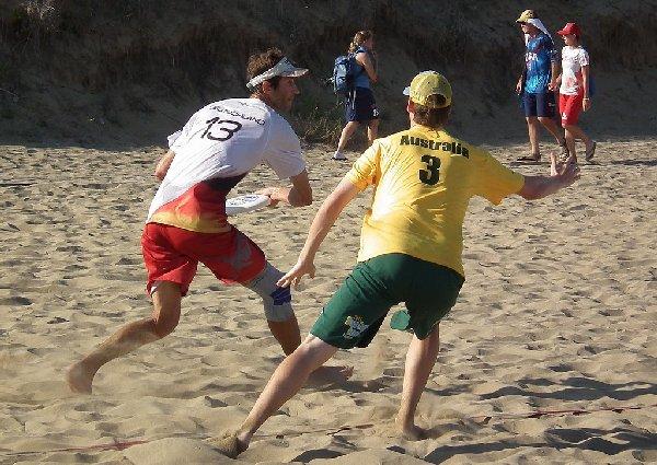 Der Kapitän des deutschen Mixed Beach Ultimate-Teams bei der WCBU 2011, Rue Veitl