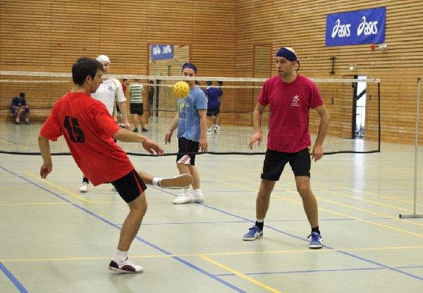 """Der zweite Kick nach der Annahme dient beim Sepak Takraw der Vorlage zum """"Schmetter-Kick"""". Foto: Esser"""
