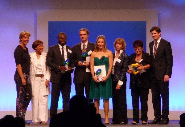 Verleihung des Fair-Play-Preises 2011 in dersden (v.l.): Steffi Nerius, Rosi Mittermaier-Neureuther, Gerald Aasamoah, Volker Schlechter, Katrin Green, Gudrun Doll-Tepper, Heike Schmidt, Ole Schröder