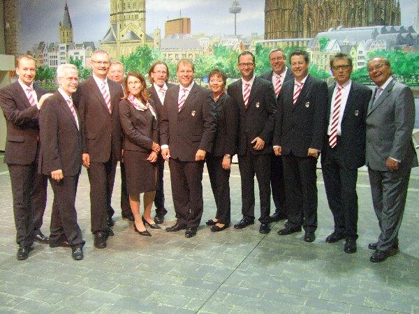 Der alte und neue Vorstand des Festkomitees Kölner Karneval um Präsident Markus Ritterbach (Mitte)