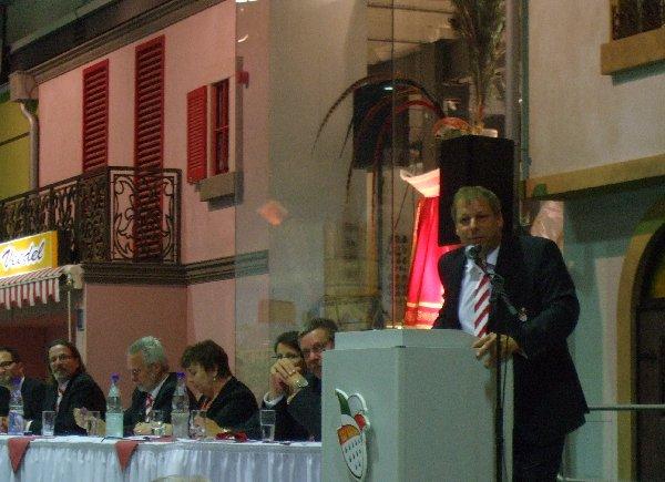 Präsident Markus Ritterbach spricht auf der Jahreshauptversammlung des Festkomitees Kölner Karneval