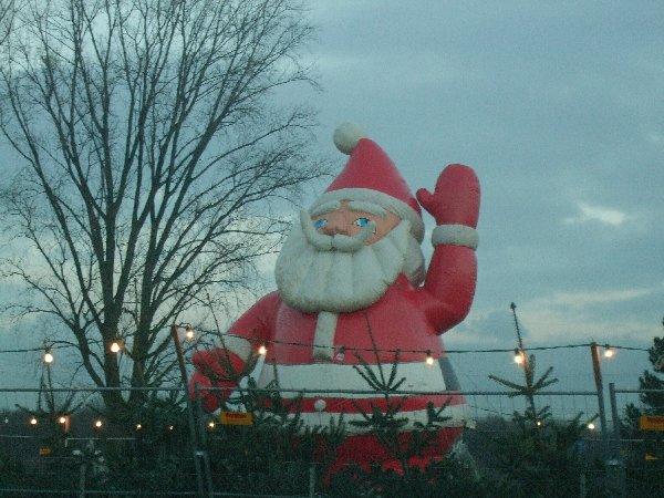Der aufgeblasene Weihnachtsmann lässt grüßen